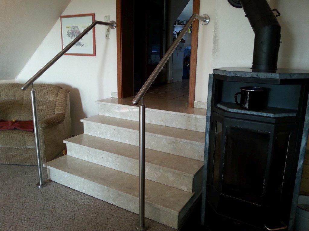 Treppe aus Marmor mit Geländer