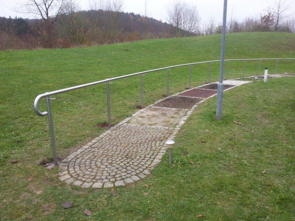 Geländer aus Metall für Wege
