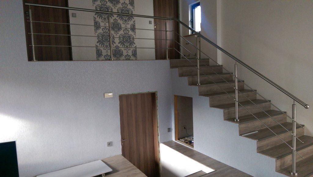 Geländer für die Treppe in Silber