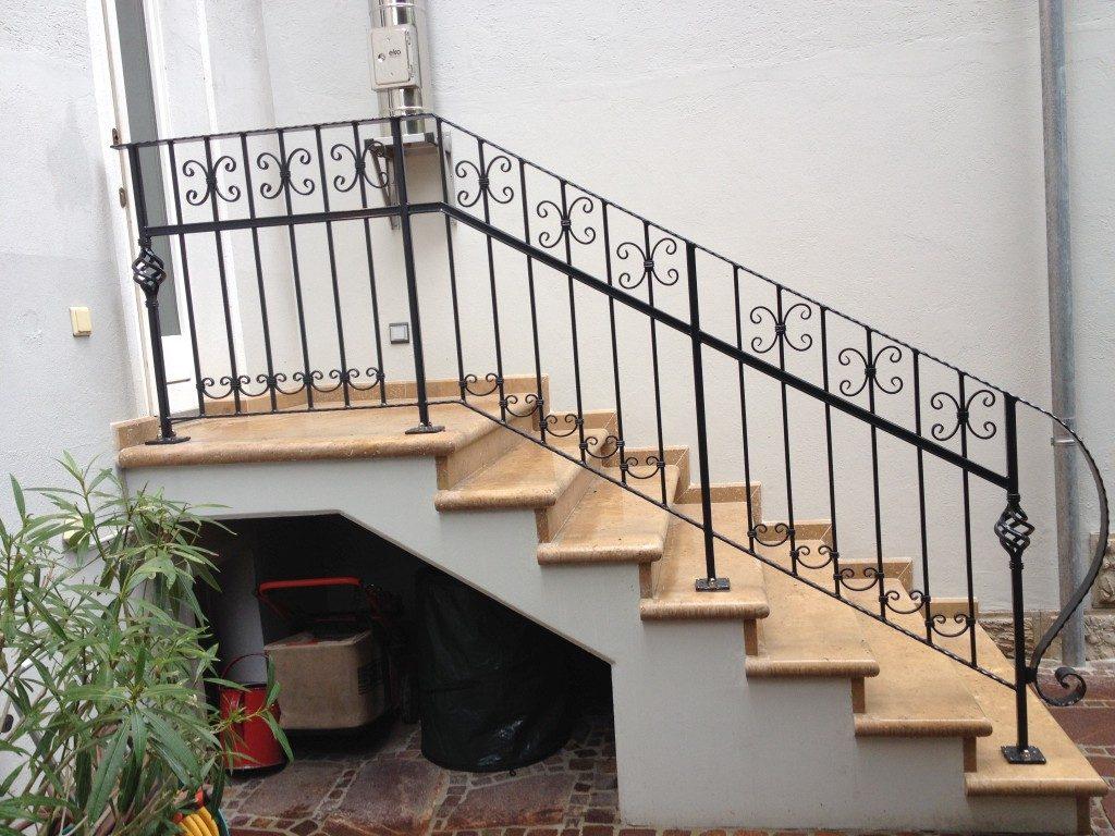 Treppengeländer mit Verzierungen
