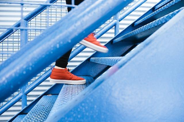 Metalltreppe mit Treppengeländer